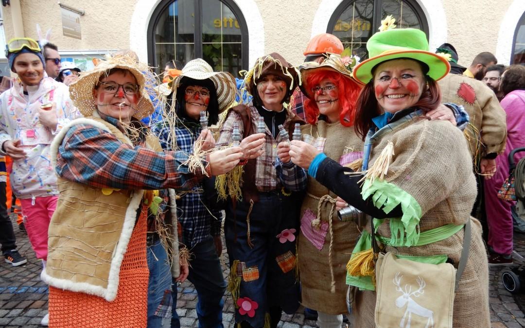 Turnerinnen beim Unsinnigenumzug in Reutte